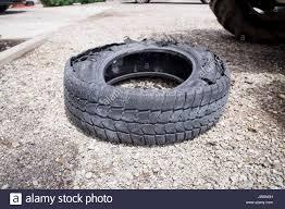 pneu sans chambre a air pneu détruit crevaison pneu sans chambre à air pneus pneu