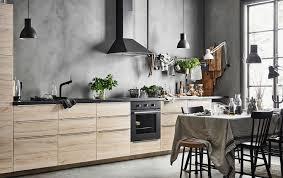 des cuisines en bois cuisine en bois frene luxe cuisine sobre et éaire avec éléments