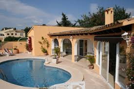 spanish villa with a very private pool accomable