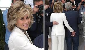 directions for jane fonda s haircut jane fonda stuns in a white suit and gold scarf as she promotes