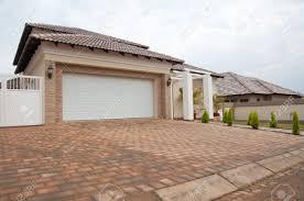 Haus Kaufen Neu Haus Zu Verkaufen Lizenzfreie Vektorgrafiken Kaufen 123rf