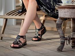 womens boots for plantar fasciitis 5 stylish sandals and shoes that accommodate orthotics