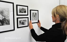 Hanging Canvas Art Without Frame How To Hang Pictures 10 Easy Tips Utr Déco Blog