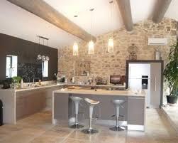 cuisine ouverte avec ilot table une cuisine ouverte taupe avec lot central photo de ilot newsindo co