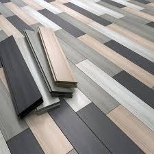 pavimenti laminati pvc la scelta pavimento vinile o laminato garavaglia showroom