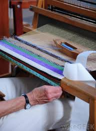what is weaving yarn with pictures