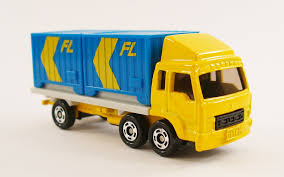 truck mitsubishi fuso life with tomica 74 mitsubishi fuso container truck 1 102