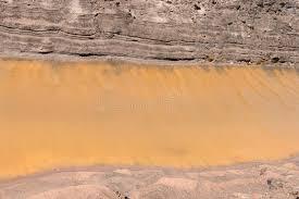canap de sol canal de côte de sol de fond avec de l eau jaune photo stock image