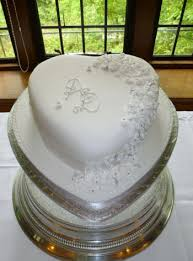 heart shaped wedding cakes heart shaped wedding cake