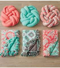 diy blanket no sew edge for fleece blankets that is not knots i like this