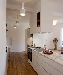 marbre pour cuisine idée relooking cuisine plan de travail marbre et meuble blanc