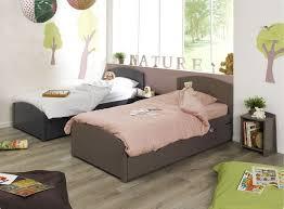 chambre pour 2 enfants 2 enfants dans la même chambre lits gigognes ou lit superposé