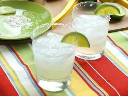 8 amazing cocktails you should have at your super bowl li party