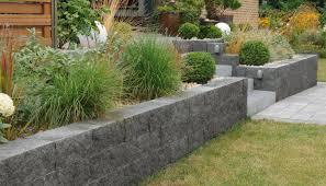 Steine Fur Gartenmauer Muretto Mauersystem Setzen Sie Grenzen Mit Mehr Freiheit