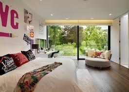 fauteuil chambre a coucher design interieur chambre coucher moderne lit grand déco murale