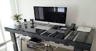 table de cuisine en palette meubles en palettes pour aménagement studio