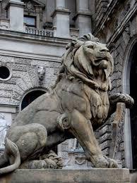 statue lions lion statue outside congress madrid 搜索 lion