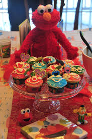 elmo cupcakes happily johnson an elmo party for our two year