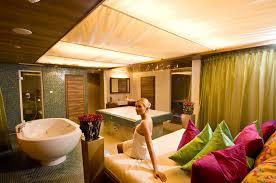 badezimmer mit sauna und whirlpool urlaub für die ganze familie in den leading family hotels