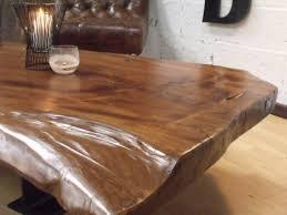 table de cuisine en bois massif table cuisine bois brut table console adosse au canap de