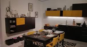 cuisine noir et jaune cuisine jaune et noir bilder 33 credence et plan de travail les