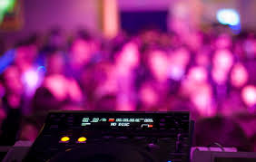 wedding band or dj live band or dj experts weigh in on which best for your wedding