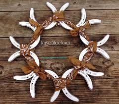 horseshoe wreath horseshoe decoration ideas 21