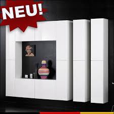 schranksysteme wohnzimmer weisses bücherregal dass bestehen aus 10 einlegeböden und 2