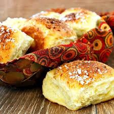 the best rolls for thanksgiving garlic parmesan pull apart rolls