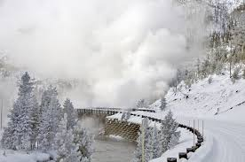 vacation packages yellowstone national park lodges