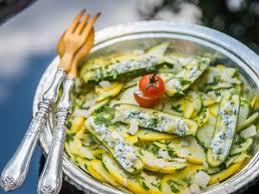 comment cuisiner les courgettes salade de courgettes facile et pas cher recette sur cuisine actuelle