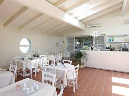 Restaurant Decoration Contemporary Restaurants Interior Italian Design All White Tables