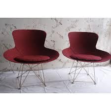 fauteuils rouges paire de fauteuils rouges en polyester et en tissu par bernard