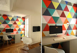 tapisserie bureau papier peint triangles multicolores design minakani papier peint