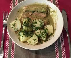 cuisiner la roussette roussette sauce à l oseille recette de roussette sauce à l oseille