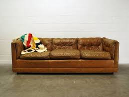 Leather Tufted Sofa Picking Out A Fabulous Tufted Leather Sofa We Bring Ideas