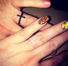 17 beste ideeën over couples ring tattoos op pinterest bruiloft