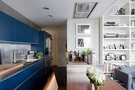 cuisine blanche et bleue un loft en gris noir et blanc frenchy fancy