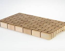 planche bois cuisine planche à découper bois mesquite ronde avec cerceau acier