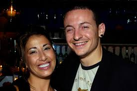 chester bennington u0027s ex wife u0027disgusted u0027 with funeral service