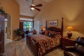 wã stmann schlafzimmer dieses offene konzept master schlafzimmer hat eine gewölbte decke