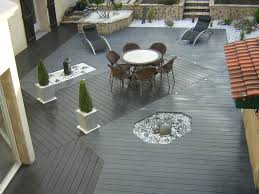 photo terrasse composite terrasse composite avec fontaines et rocaille