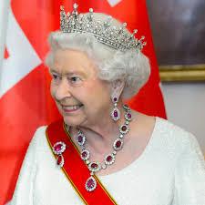 Queen Elizabeth by Queen Elizabeth Ii U0027s Earrings Popsugar Fashion