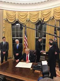 gold curtains in the oval office yashar ali on twitter trump oval office curtains vs obama