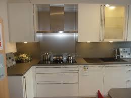 hochglanz küche häcker musterküche weisse lack hochglanzküche in l form mit