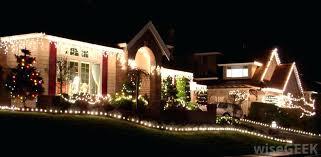 how to install christmas lights how to hang christmas lights roof colorsbyyou me