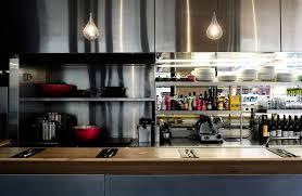 restaurant cuisine ouverte un restaurant au design chaleureux pour une cuisine sans