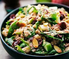 comment cuisiner le quinoa recettes recette facile de salade santé au quinoa pommes et amandes