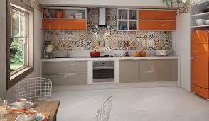 cuisine taupe et gris crédence cuisine moderne pour un intérieur chic et original