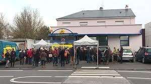 bureau de poste angers nantes mobilisation pour conserver le bureau de poste